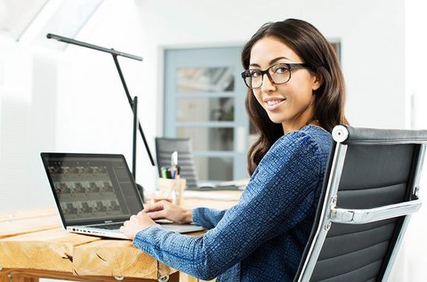 Monitorszűrő szemüveg Essilor lencsével