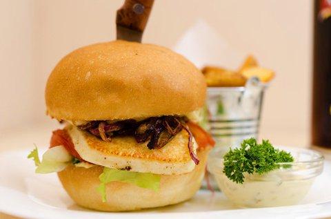 Hamburger vagy kecskesajt burger steakburgonyával