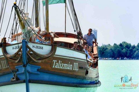2,5 órás hajókirándulás fürdőzéssel a Balatonon