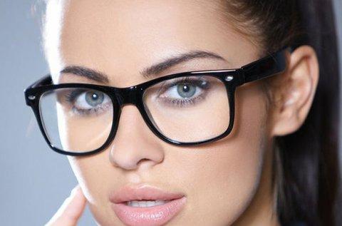 Komplett dioptriás szemüveg Essilor lencsével