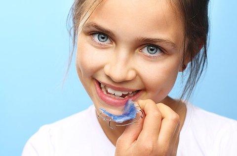 Kivehető fogszabályozó 1 fogívre