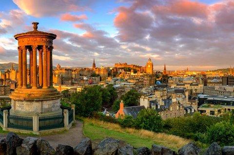Látogatás a történelmi Edinburgh-ben repülővel