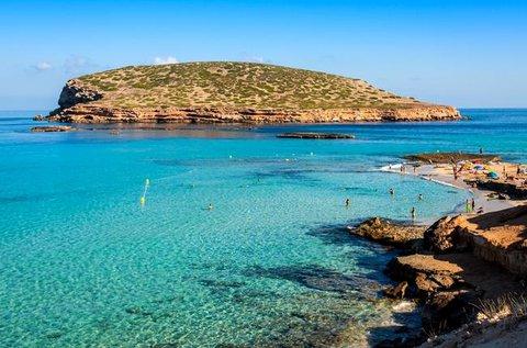 Nyaralás a mediterrán hangulatú Ibizán repülővel