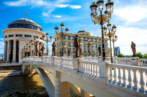 Városnézés Macedóniában, Szkopjéban repülővel
