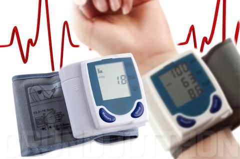 Csuklóra helyezhető, LCD kijelzős vérnyomásmérő