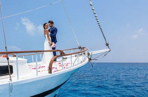 Esküvő a Balaton közepén, egy yachton