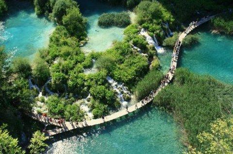 Buszos kirándulás a Plitvicei-tavak vidékére