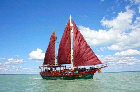 Választható hajós programok a Balatonon