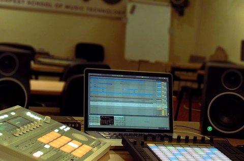 Tanuld meg az elektronikus zenekészítés alapjait!