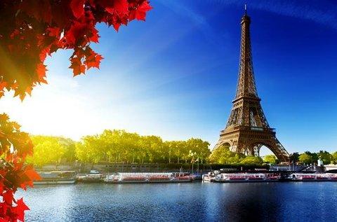 Romantikus kikapcsolódás Párizsban repülővel