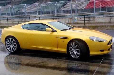 Vezess egy Aston Martin DB9 autót Örkényben!