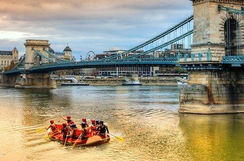 Őszi budapesti evezőtúra a Dunán raft hajóval