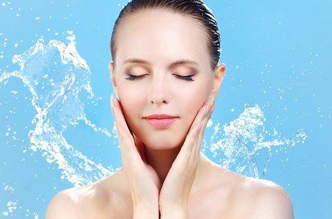 Bőrfiatalító hydroabráziós arccsiszolás