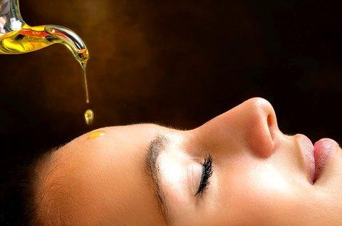 Meleg olajos arc-, nyak-, dekoltázsmasszázs