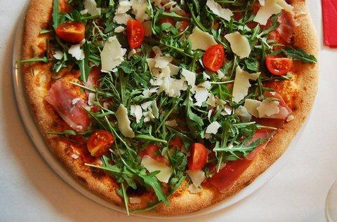 Olasz vékony tésztás pizza választható feltéttel