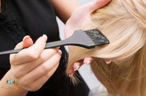 Életteli új frizura hajfestéssel és ápoló pakolással