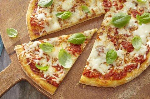 Gluténmentes egész pizza és üdítő
