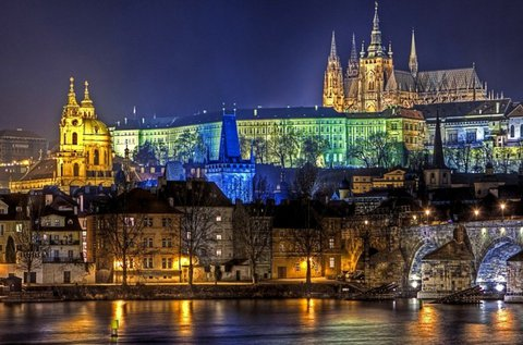 Szilveszteri mulatság a száztornyú Prágában