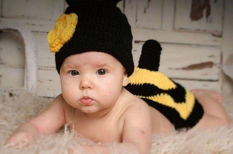Bűbájos műtermi fotósorozat újszülött babádról