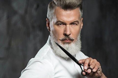 Férfi hajvágás arcszőrzetformázással