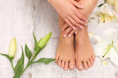 Gyógypedikűr krémezéssel, bőrradírozással