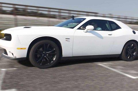 17 km-es közúti autóvezetés Dodge Challengerrel