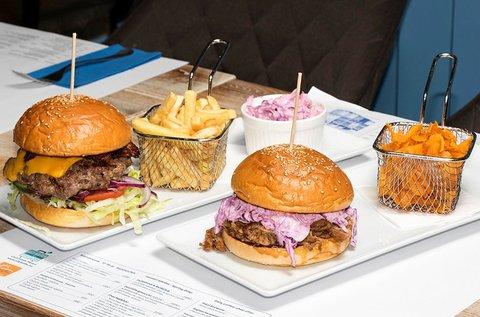 Ház burgere vagy pulled pork Burger brownie-val