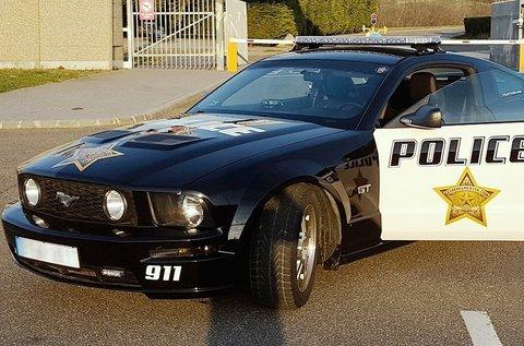 3 körös Ford Mustang GT Police vezetés