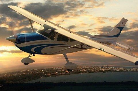 Páros repülés választható útvonalon 15 percen át