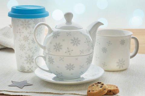 Porcelán csésze, kanna és tányér ünnepi mintával