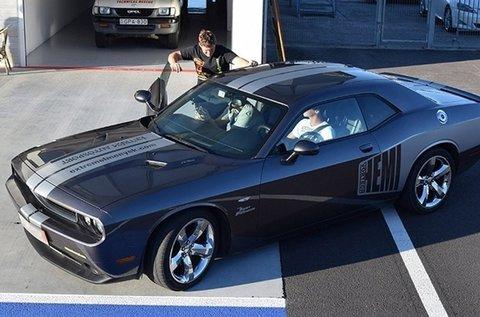 Száguldj egy Dodge Challengerrel 2 körön át!