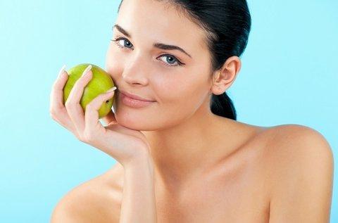 Puha arcbőr almaőssejtes hidratáló masszázzsal