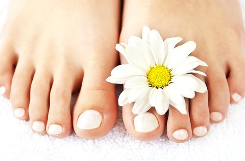 Esztétikai pedikűr a gyönyörű, ápolt lábakért