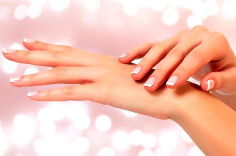 Paraffinos kézápolás bőrradírozással