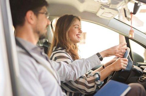 Online KRESZ tanfolyam 9 óra vezetéssel