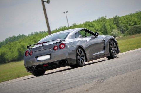 Száguldj 550 lóerős Nissan GT-R-rel 2 körön át!