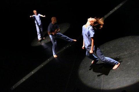 Belépők a Leértékelés című táncelőadásra