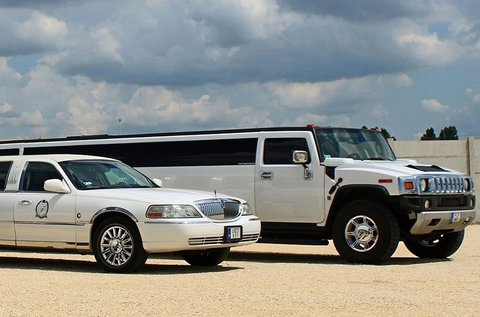 1 órás limuzinos utazás sofőrrel, fotóssal 11 főre