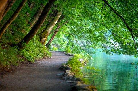 Buszos kirándulás a mesés Plitvicei-tavakhoz