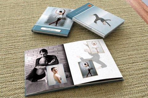 30 oldalas négyzet alakú, kemény borítós fotókönyv
