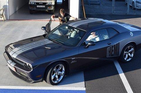 Száguldj 450 lóerős Dodge Challengerrel!