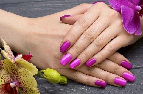 Francia vagy színes géllakkozás kézre