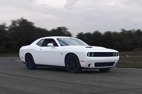 Dodge Challenger közúti autóvezetés 50 km-en át