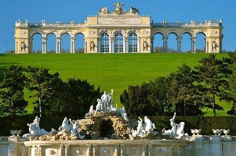 Élményteli buszos utazás a Schönbrunni Állatkertbe