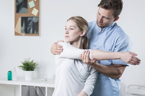 Fizikoterápiás nyak-, váll- és hátkezelés