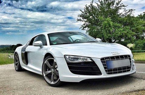 Taposs bele 420 lóerős Audi R8 sportkocsival!