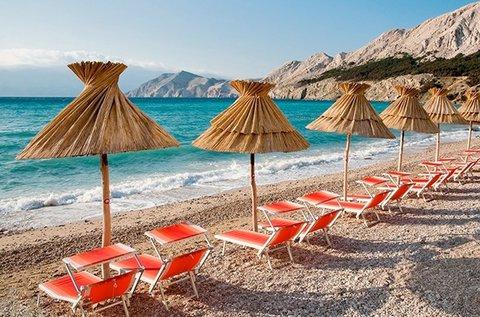 Könnyű nyári csobbanás a Krk-szigeten, buszos úttal