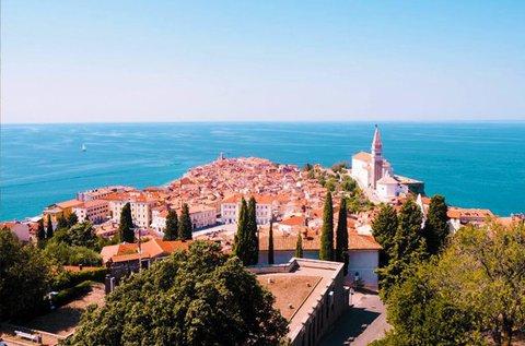 Szlovéniai kirándulás csobbanással Pirannál