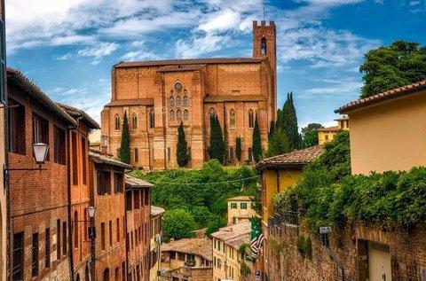 Pihenés a gótikus olasz városkában, Sienában