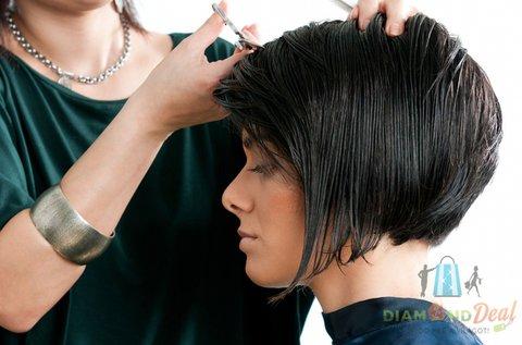 Divatos frizura hajvágással, ápoló pakolással